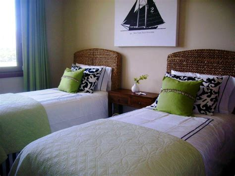 Small Guest Bedroom Ideas, Futon Small Guest Bedroom Ideas