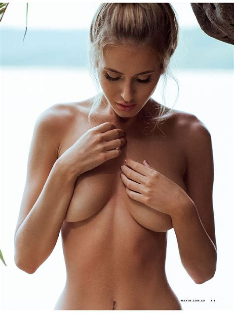 Renee Somerfield Topless Photos Thefappening