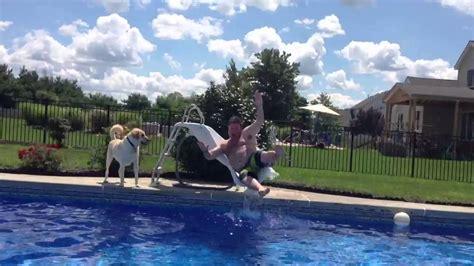 foto de Fat Man Goes Down Water Slide YouTube
