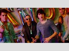 CNCO y Yandel, con reggaetón lento en el video de 'Hey DJ