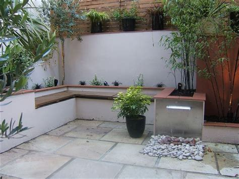 25 best ideas about small courtyard gardens on