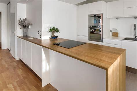 plan de travaille cuisine aménager une cuisine avec un îlot sur mesure en chêne massif