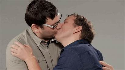Kiss Guys Tap Play