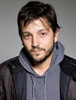 diego luna age weight height measurements celebrity sizes
