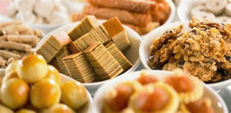 new year s snacks best chinese new year snacks from singapore shopandbox