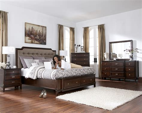 Larimer Upholstered Headboard Bedroom Set With Button