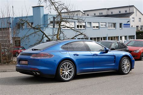 porsche panamera 2015 blue 2017 porsche panamera looks great in blue autoevolution