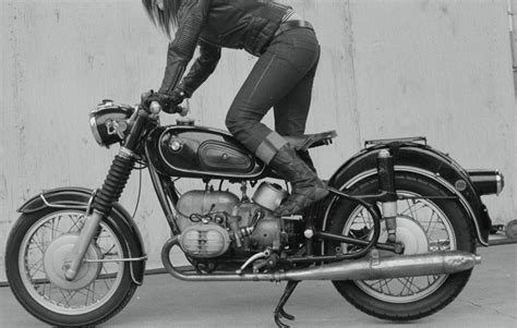 bmw vintage motorcycle vintage biker girls on two wheels pinterest bmw