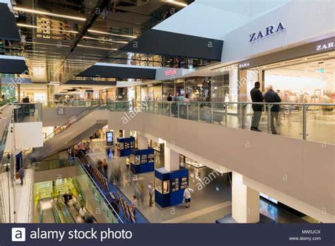 porte di roma centro commerciale negozi roma italia 25 maggio 2018 persone andare a fare