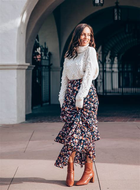 thanksgiving outfit ideas maxi skirt sweater pairing sydne style