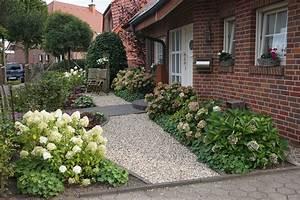 Vorgarten im Landhausstil - PFLANZ-KONZEPT