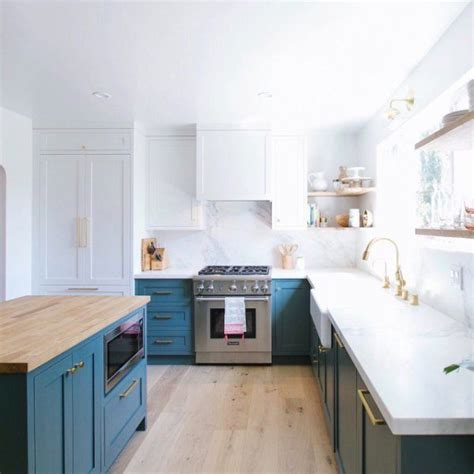 kitchens with cabinets and countertops best 25 cherry kitchen ideas on cherry 9854