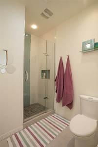 Aménager Une Salle De Bain : am nager une petite salle de bain d conome ~ Dailycaller-alerts.com Idées de Décoration