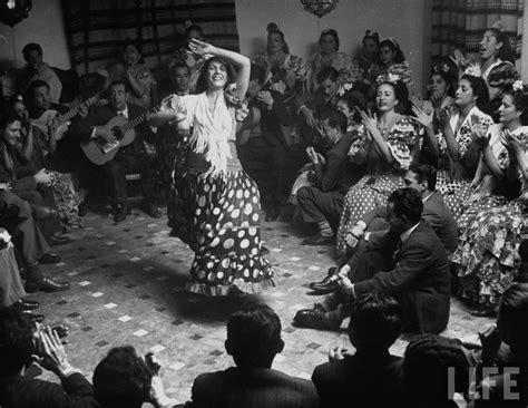 flamenco gypsy dancer dancers andalucia kessel dmitri dance cave granada performing spain spanish gitano dwelling cuevas las gypsies sacromonte messynessychic