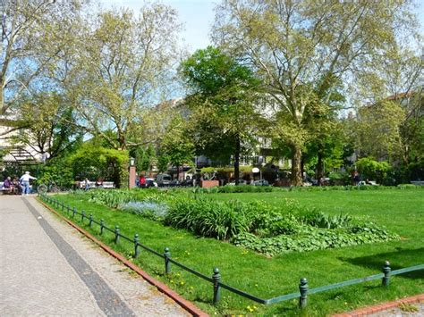 park flower garden and lake locations in berlin for stills and motion picture productions
