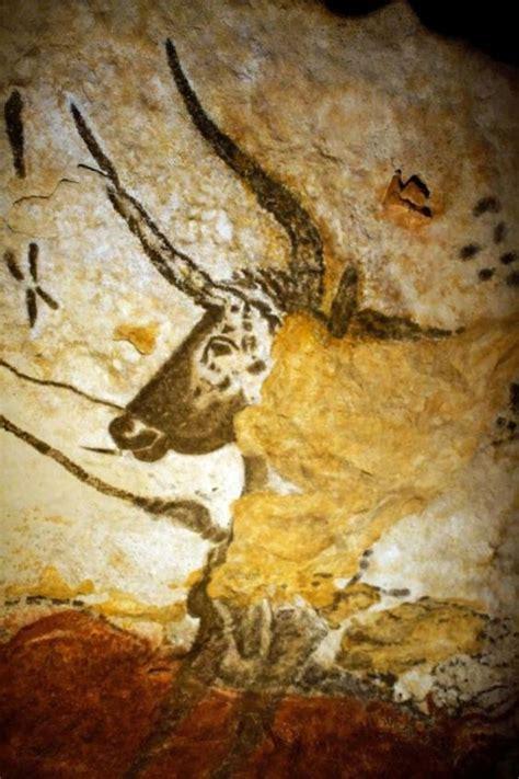 lascaux cave paintings represent