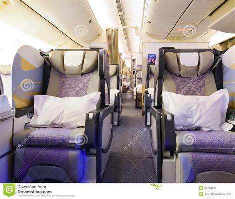 interieur d un boeing 777 int 233 rieur de la premi 232 re classe boeing 777 d 233 mirats photo stock 233 ditorial image 59785983