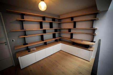etageres de bureau aménagement de mezzanine avec bibliothèque sur mesure