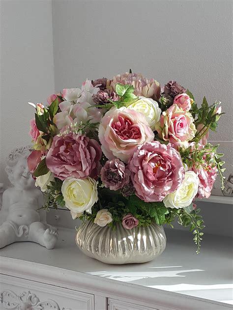 dekorieren mit kunstblumen kunstblumen gesteck mit in einer keramik vase kunstblumen arrangement