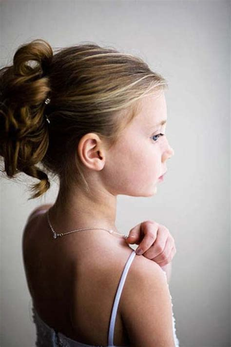 hairstyles for flower girls with tiara