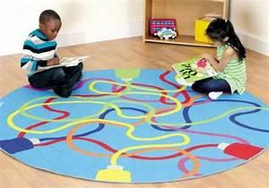 Tapis Rond Enfant : le tapis enfant de la couleur et des motifs ~ Teatrodelosmanantiales.com Idées de Décoration