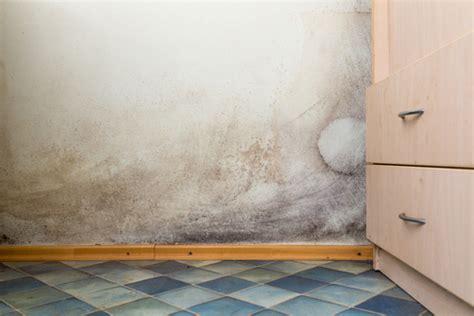 signs    water leak   bathroom reliance