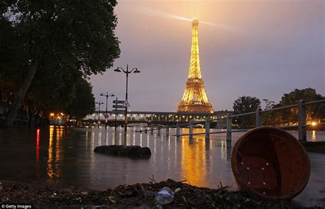 VIDEO: Plūdu dēļ Francijā vietām izsludināts ārkārtas ...