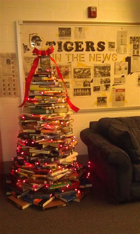 christmas decorations for school best 25 high school libraries ideas on school library themes school library