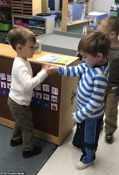 preschoolers choose which way they will greet 975 | 5615402 6337543 image a 37 1541002959420