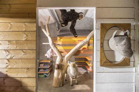 cabane dans la chambre cabane l arbre entre dans la chambre esprit cabane