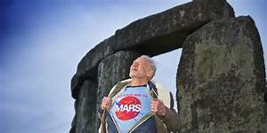 Buzz Aldrin Takes Amazing Photo At Stonehenge Wearing 'Get ...