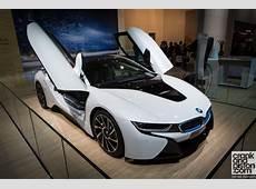 BMW i8 at Dubai Auto Show VIDEOS