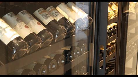 armoire à vin sur mesure métallique avec plateaux