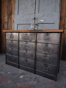 Meuble Design Industriel : meuble industriel a 15 clapet roneo 1930 plateau chene ~ Teatrodelosmanantiales.com Idées de Décoration