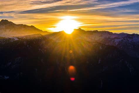 cool view  mountains durning sunrise laptop hd