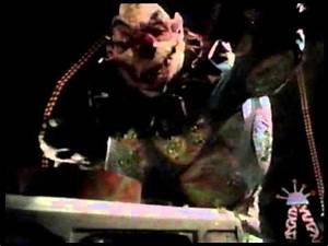 Killer Klowns From Outer Space - Giant clown smashes ice ...