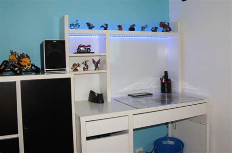 le bureau led deco led eclairage idées déco pour les meubles