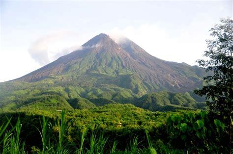 mount merapi indonesias  violent volcano backpackerlee
