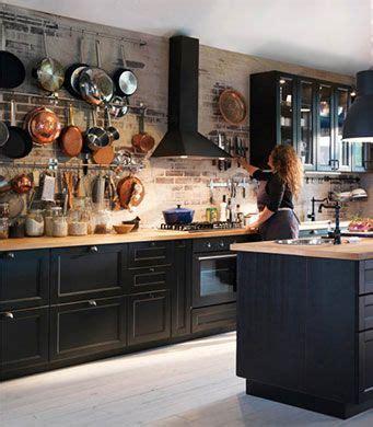 cuisine avec faces de tiroir  portes brun noir  portes