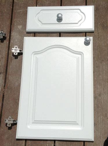 white howdens cathedral style kitchen cabinet doors