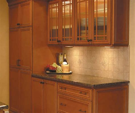 maple glazed kitchen cabinets glazed maple kitchen cabinet homecrest cabinetry 7352