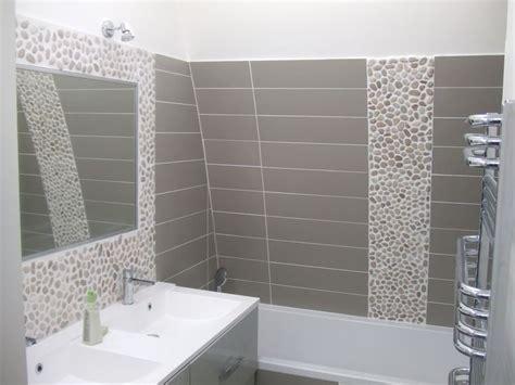 carrelage salle de bain galet frais carrelage salle de bain avec listel galet 70 sur carrelage au sol de salle de bains id 233 es