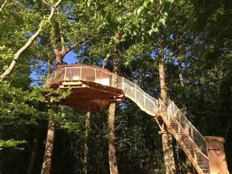 chambre dans les arbres chambres d 39 hôtes les cabanes au bois d 39 orient chambres d