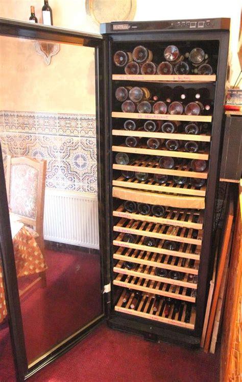 cave a vin de marque luxtherm tew360 2 a 14 clayettes en bois et porte vitree hauteur 1 metre 80 cm