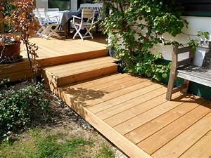 Holzterrasse mit treppe und weg aus l rche terrassendielen for Holz terrasse