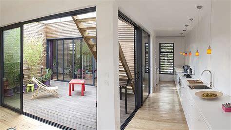 maison contemporaine avec patio interieur une maison de r 234 ve en bois ouverte sur l ext 233 rieur