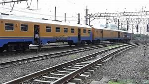 Kereta Api Di Stasiun Jakarta Kota