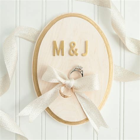 learn how to make this painted ring bearer plaque