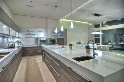 alternance cuisine eclairage sous meuble haut cuisine bicolore graphique