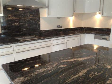 cuisine marbre noir plan de cuisine granit eviers sousintgrs et dfoncement